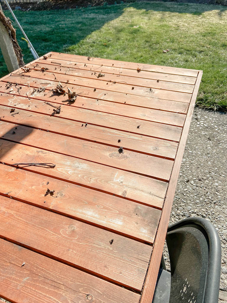 Our DIY modern patio table before we refinished it. | EffieRow.com